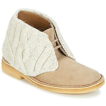 Topánky Ženy Polokozačky Clarks DESERT BOOT Piesková / Combi