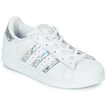Topánky Dievčatá Nízke tenisky adidas Originals SUPERSTAR C Biela / Strieborná