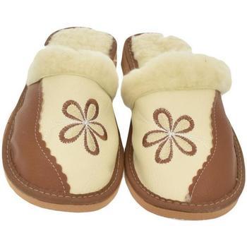 Topánky Ženy Papuče John-C Dámske hnedé papuče SILVIA hnedá