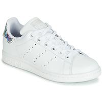 Topánky Dievčatá Nízke tenisky adidas Originals STAN SMITH J Biela / Strieborná