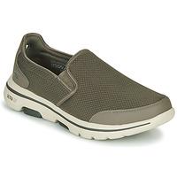 Topánky Muži Slip-on Skechers GO WALK 5 Kaki