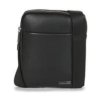 Tašky Muži Vrecúška a malé kabelky Calvin Klein Jeans CK BOMBE' FLAT CROSSOVER Čierna