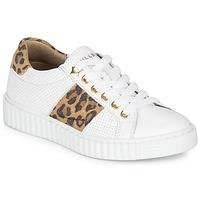 Topánky Dievčatá Nízke tenisky Bullboxer LORIS Biela / Leopard