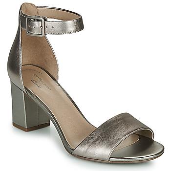 Topánky Ženy Sandále Clarks DEVA MAE Strieborná
