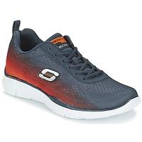 Topánky Muži Univerzálna športová obuv Skechers EQUALIZER Námornícka modrá / Oranžová