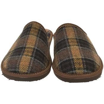Topánky Muži Papuče Bins Pánske hnedé papuče EDUARD hnedá