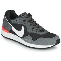 Topánky Muži Nízke tenisky Nike VENTURE RUNNER Čierna / Šedá / Biela