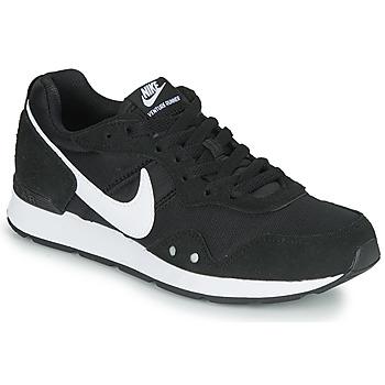 Topánky Ženy Nízke tenisky Nike VENTURE RUNNER Čierna / Biela