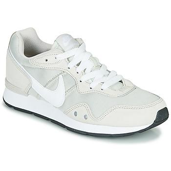 Topánky Ženy Nízke tenisky Nike VENTURE RUNNER Béžová / Biela