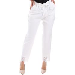 Oblečenie Ženy Nohavice Chinos a Carrot Gaudi 011FD25011 Biely