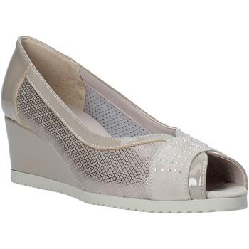 Topánky Ženy Sandále Comart 023353 Béžová