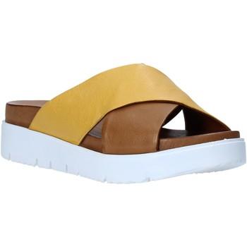 Topánky Ženy Šľapky Bueno Shoes N3408 Hnedá