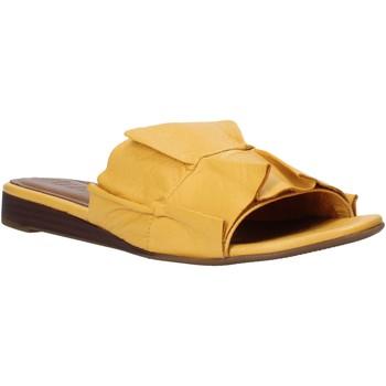 Topánky Ženy Šľapky Bueno Shoes N1908 žltá