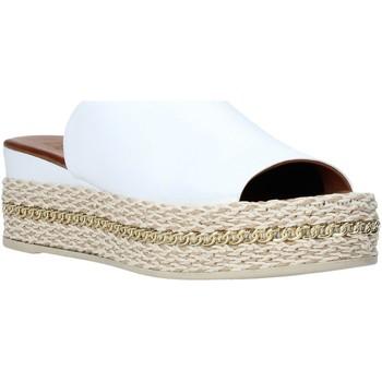 Topánky Ženy Šľapky Bueno Shoes Q5905 Biely