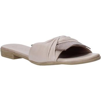 Topánky Ženy Šľapky Bueno Shoes 9L2735 Béžová