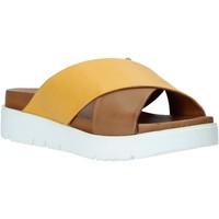 Topánky Ženy Šľapky Bueno Shoes 9N3408 Hnedá
