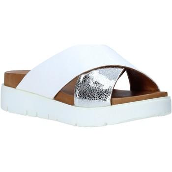 Topánky Ženy Šľapky Bueno Shoes 9N3408 Biely