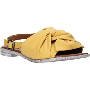 Topánky Ženy Sandále Bueno Shoes Q2005 žltá