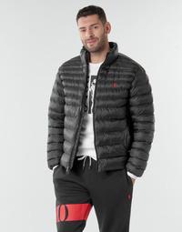Oblečenie Muži Vyteplené bundy Polo Ralph Lauren BLOUSON DOUDOUNE EARTH POLO EN NYLON RECYCLE ET PRIMALOFT LOGO P Čierna