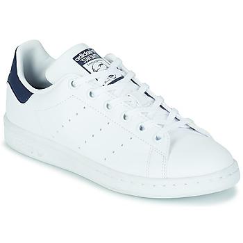 Topánky Deti Nízke tenisky adidas Originals STAN SMITH J SUSTAINABLE Biela / Námornícka modrá