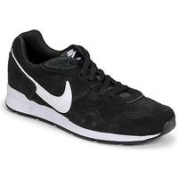 Topánky Muži Nízke tenisky Nike VENTURE RUNNER SUEDE Čierna / Biela
