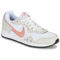 Topánky Ženy Nízke tenisky Nike NIKE VENTURE RUNNER Biela / Ružová