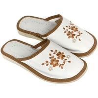 Topánky Ženy Papuče John-C Dámske bielo-hnedé papuče MALVINA biela