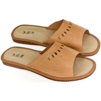 Topánky Ženy Papuče John-C Dámske tmavo-hnedé papuče HANI hnedá
