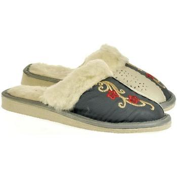 Topánky Ženy Papuče John-C Dámske sivé kožené papuče PRIBINA strieborná