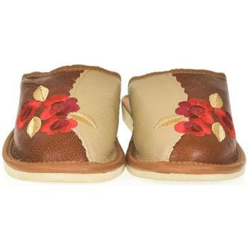 Topánky Ženy Papuče John-C Dámske hnedé kožené papuče VLASTA hnedá