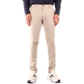 Oblečenie Muži Nohavice Chinos a Carrot Powell ME303 WHITE