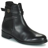 Topánky Ženy Polokozačky Tommy Hilfiger TH HARDWARE ON BELT FLAT BOOT Čierna