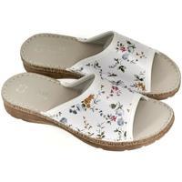 Topánky Ženy Papuče John-C Dámske kožené biele šľapky ADRIANA biela