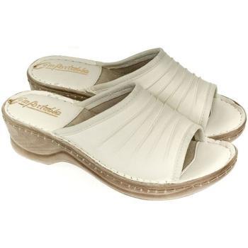 Topánky Ženy Šľapky John-C Dámske kožené béžové šľapky MONTY béžová