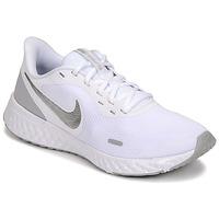 Topánky Ženy Univerzálna športová obuv Nike WMNS NIKE REVOLUTION 5 Biela / Strieborná