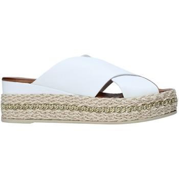 Topánky Ženy Šľapky Bueno Shoes 21WQ5907 Biely