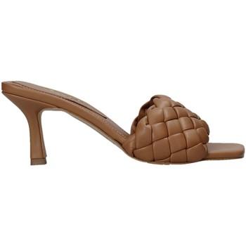 Topánky Ženy Šľapky Grace Shoes 395R015 Hnedá