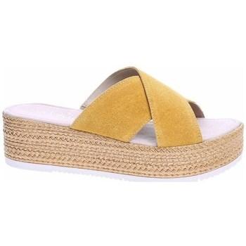Topánky Ženy Šľapky S.Oliver 552720022602 Béžová, Medová
