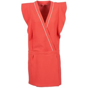 Oblečenie Ženy Krátke šaty Derhy TAIN Koralová
