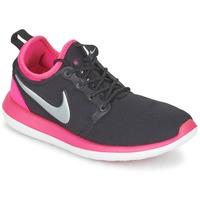 Topánky Dievčatá Nízke tenisky Nike ROSHE TWO JUNIOR čierna / Ružová