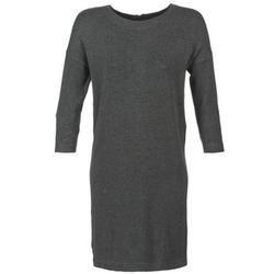Oblečenie Ženy Krátke šaty Vero Moda GLORY Šedá