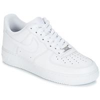 Topánky Muži Nízke tenisky Nike AIR FORCE 1 07 Biela