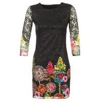 Oblečenie Ženy Krátke šaty Desigual GRAFI čierna