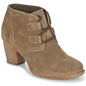Topánky Ženy Čižmičky Clarks CARLETA LYON Kaki / Suede