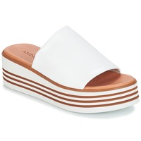 Topánky Ženy Šľapky André LARRY Biela