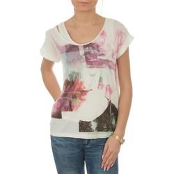 Oblečenie Ženy Tričká s krátkym rukávom Lee T-shirt  Night Cloud Dancer L485AUHA white